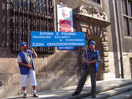 protest_przeciwko_dyrektorowi_zukowskiemu_20100617_2052887149