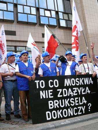 stoczniowcy_w_brukseli_20100623_1131255676